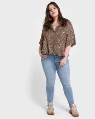 Calça Jeans Cigarrete Acid Wash Plus Size